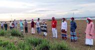 মাথায় লাল নিশান বেঁধে বাঘা হাতালী মাঠের 'নাম ডাকাতি'র প্রতিবাদ