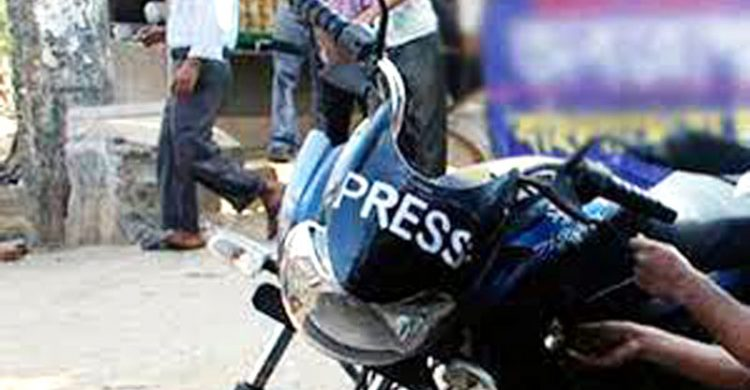 মোটর সাইকেলে PRESS স্টিকার : অ্যাকশনে এসএমপি